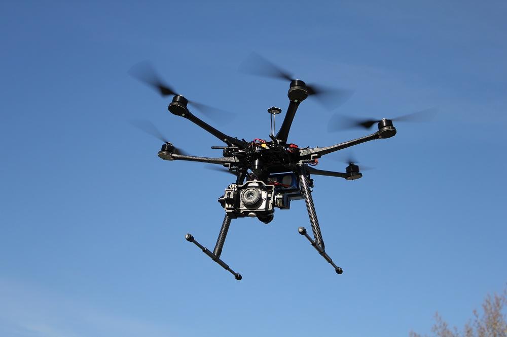 Do czego detektyw wykorzystuje drony?