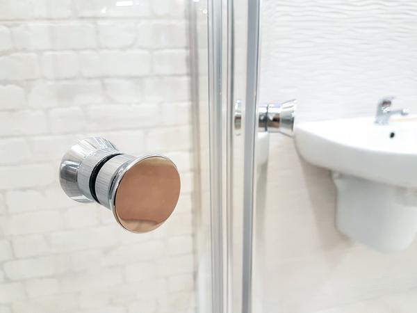 Kabiny prysznicowe z hydromasażem – hit ostatnich lat