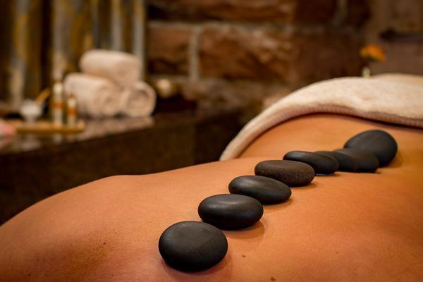 relaksujący masaż kamieniami w krakowie