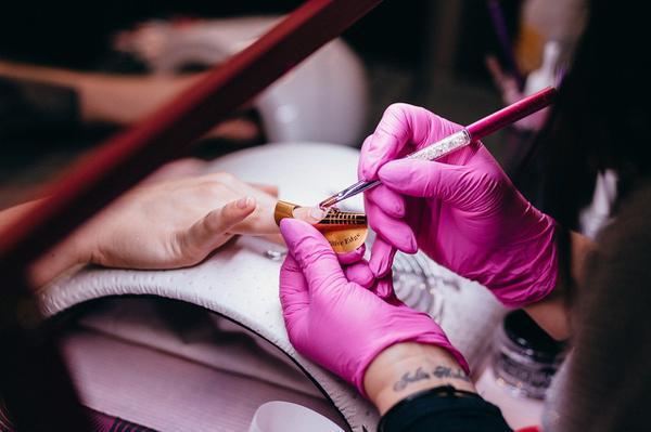 Na co zwrócić uwagę przy manicure?