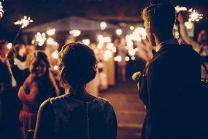 Niepowtarzalny klimat wesela organizowanego w namiocie